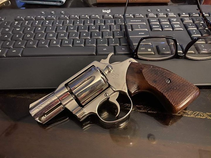 Colt revolver and computer keyboard at the gun blog